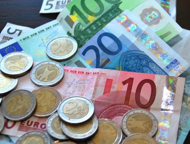 Muntgeld-briefgeld-geld-euro-betalen.-groot